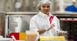 sodexo employee in kitchen practising food safety